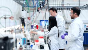 Scientifiques regardant le CIR et la R&D